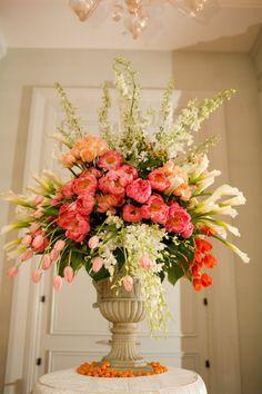 52 ideas for flowers arrangements orchids ikebana Tulip Wedding Flower Arrangements, Beautiful Flower Arrangements, Floral Centerpieces, Beautiful Flowers, Wedding Flowers, Wedding Centerpieces, Wedding Bouquets, Flower Bouquets, Diy Flower
