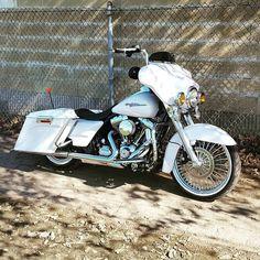 "Follow & Tag ""HD Tourers and Baggers"" on Instagram Facebook Twitter & across the Web. ===================== #hdtourersandbaggers  ===================== Credit to @d_max_15 ===================== #instamotogallery #instamoto #motorcycles #harleydavidson #roadkingclassic #roadking #roadglide #streetglide #softail #showoffmyharley #harleysofinstagram #harleylife #bikelife #bikersofinstagra #bikestagram  #harleyrider #harleyriders #customharley #throttlezone #harleydavidsonnation…"