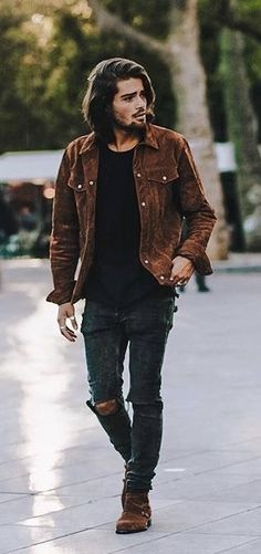 Men Clothing - with a streetwear combo featuring a tobacco suede jacket black t-shirt black ripped jeans tobacco suede boots Men Clothing Source Denim Jacket Men, Suede Jacket, Suede Boots, Ripped Jeans Outfit, Black Ripped Jeans, Brown Jeans Men, Black T Shirt, Outfits Hipster, Jean Outfits