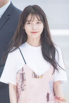 So cuteeee 😍♥ Korean Girl, Asian Girl, See Through Bangs, Korean Bangs, Iu Fashion, Foto Pose, Hairstyles With Bangs, Iu Hairstyle, Korean Actresses