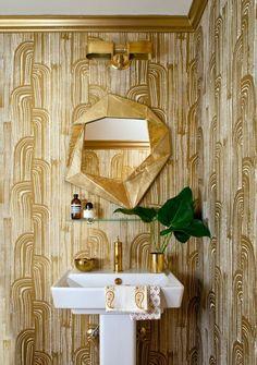 Powder Room Wallpaper Ideas To Makeover Small Bathroom Powder Room Wallpaper, Bold Wallpaper, Bathroom Wallpaper, Wallpaper Ideas, Metallic Wallpaper, Gold Bathroom, Bathroom Fixtures, Bathroom Interior, Modern Bathroom