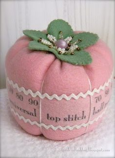 creating in glass slippers: Tutorial: Sewing Machine Needle Pincushion