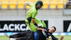 Misbah-ul-Haq collides with Nathan McCullum, New Zealand v Pakistan, 1st ODI, Wellington, January 31, 2015
