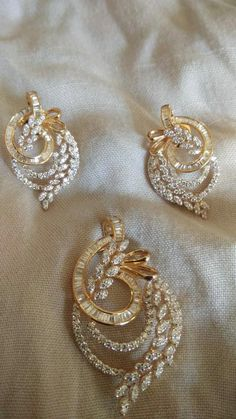 New diamond necklaces 4032 Jewelry Design Earrings, Gold Earrings Designs, Necklace Designs, Gold Bangles Design, Gold Jewellery Design, Pendant Design, Schmuck Design, Jewelry Patterns, Bridal Jewelry