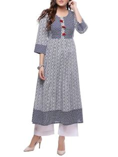 Simple Kurta Designs, Kurta Designs Women, Sleeves Designs For Dresses, Dress Neck Designs, Pakistani Outfits, Indian Outfits, Kurta Patterns, Kurta Neck Design, Indian Designer Outfits