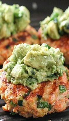 Grilled Salmon Burgers with Avocado Salsa Fresh and fast salmon burgers that you make yourself with a creamy avocado salsa topping! Sushi Burger, Salmon Burger Toppings, Healthy Salmon Burgers, Grilled Salmon Recipes, Fish Recipes, Seafood Recipes, Cooking Recipes, Healthy Recipes, Avocado Burger