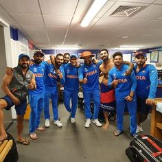 🔥 Virat Kohli Selfie with Team mate HD Photo Image Pic India Cricket Team, World Cricket, Cricket Sport, Cricket Time, Cricket Poster, Dhoni Quotes, Indian C, Ms Dhoni Wallpapers, Ms Dhoni Photos