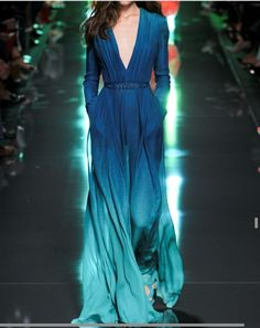 Catwalk photos and all the looks from Elie Saab Spring/Summer 2015 Ready-To-Wear Paris Fashion Week Couture Fashion, Runway Fashion, High Fashion, Fashion Show, Dress Fashion, Trendy Fashion, Ss15 Fashion, Fashion Poses, Vogue Fashion