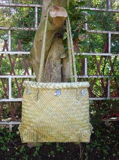 Kete in full fine weave made by me . Sisal, Flax Weaving, Maori Designs, Maori Art, Wedding Cards, Straw Bag, Weave, Reusable Tote Bags, Floral