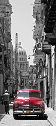 Capitol building and car in Havana, Cuba Vieja Photo by Nomadita on Flickr