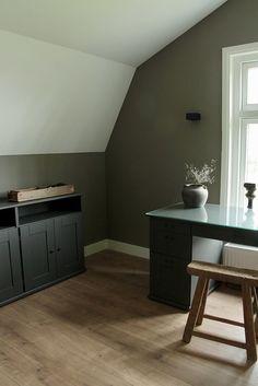 Werkkamer thuis landelijke stijl Home Office, New Homes, Living Room, Storage, Table, Attic, Furniture, Inspiration, Home Decor