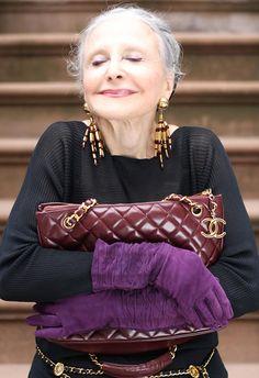Красивая женщина в возрасте фото
