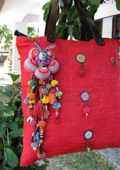 Key Chain Zip Pull Big Sunflower And Pom Pom Bag por ThaiHandbags