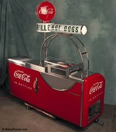 One of the most unique coolers ever made, it was designed exclusively for Coca-Cola as a self-contained, fully functioning snack bar. Coca Cola Decor, Coca Cola Ad, Always Coca Cola, World Of Coca Cola, Coca Cola Bottles, Soda Machines, Vending Machines, Coke Machine, Vintage Coke