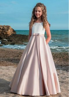 High quality hand-made dresses for girls for whole spectrum of special ocasions: flower girl dresses, first communion dresses, birthday party dresses. Princess Flower Girl Dresses, Wedding Flower Girl Dresses, Little Girl Dresses, Flower Girls, Dresses For Teens, Cute Dresses, Beautiful Dresses, Girls Dresses, Teenage Bridesmaid Dresses