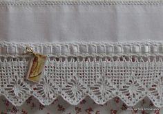 Pano de Prato-Pano de Copa com bordado desfiadinho e barrado em crochê.