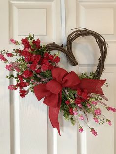 Valentine's Day Wreath, Heart Wreath, Spring Wreath, Valentine's Day Wreath, Wildflower K … Mothers Day Wreath, Valentine Day Wreaths, Valentines Day Decorations, Valentine Day Crafts, Valentine Ideas, Valentine Flowers, Valentine Heart Pictures, Valentines Hearts, Printable Valentine