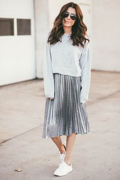 Dieses Fuzzy-Pullover-Outfit ist ein Winter-Must-Have! Pleated Skirt Outfit Casual, Winter Skirt Outfit, Skirt Outfits, Pleated Skirts, Casual Skirts, Modest Fashion, Fashion Outfits, Womens Fashion, Fashion Trends