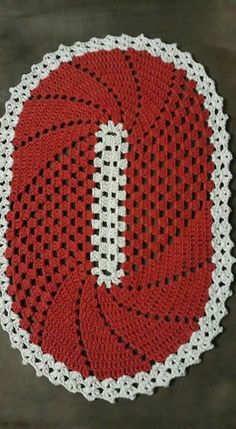 Learn how to make Crochet color step by step crochet color art diy embroideryandstitching embroidery and stitching videos Crochet Mat, Crochet Carpet, Crochet Table Runner, Crochet Home, Filet Crochet, Crochet Doilies, Easy Crochet, Crochet Motif Patterns, Knitting Patterns