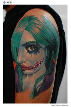 Φ Artist MARCI BLAZSEK Φ Info & Citas: (+34) 93 2506168 - Email: info@logiabarcelona.com #logiabarcelona #logiatattoo #tatuajes #tattoo #tattooink #tattoolife #tattoospain #tattooworld #tattoobarcelona #tattooistartmag #ink #arttattoo #artisttattoo #inked #inktattoo #tattoocolor #tattooartwork #realismo #realism #realismtattoo #joker
