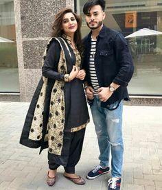 #pintrest@Dixna deol Casual Work Outfits, Work Casual, Punjabi Couple, Boutique Suits, Punjabi Fashion, Stylish Suit, Girl Trends, Punjabi Suits, Indian Wear