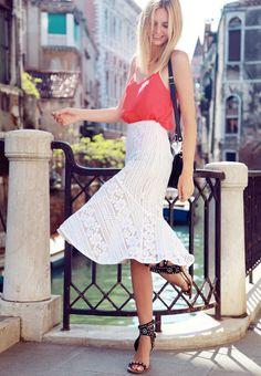 Meninas, estou amando cada vez mais usar vestidos com shape sereia. Acho um dos modelos de saia que mais vai bombar no próximo verão. Tem toda a sensualidade da silhueta definida juntoao charme da…