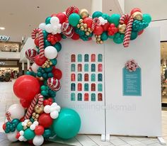 Balloon Decorations Party, Christmas Party Decorations, Balloon Garland, Birthday Decorations, Office Christmas, Christmas Holidays, Merry Christmas, Christmas Birthday Party, Christmas Balloons