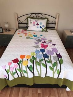 17 Ideas For Applique Quilting Patterns Patchwork Applique Patterns, Applique Quilts, Applique Designs, Sewing Appliques, Dress Patterns, Quilting Projects, Quilting Designs, Floral Bedspread, Butterfly Quilt