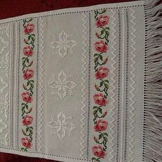 This Pin was discovered by Ayn Embroidery Sampler, Hardanger Embroidery, Embroidery Patterns Free, Hand Embroidery Stitches, Cross Stitch Embroidery, Stitch Patterns, Stitch Crochet, Cross Stitch Tutorial, Swedish Weaving