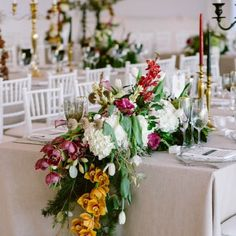 Gorgeous table garland and modern lighting have us obsessing over this Cape Town wedding's reception! Photo: Lad & Lass