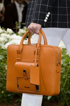 View all the detailed photos of the Dior men& spring & summer 2016 showing at Paris fashion week. Read the article to see the full gallery. Leather Briefcase, Leather Pouch, My Bags, Purses And Bags, Mens Tote Bag, Leather Workshop, Stylish Handbags, Leather Bags Handmade, Large Bags