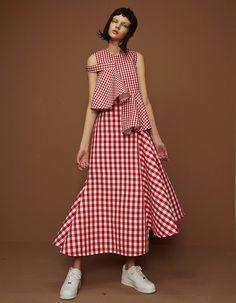 ShuShu/Tong, designed by the London-based duo of Liushu Lei and Yutong Jiang. Fashion Details, Look Fashion, Fashion Clothes, Fashion Show, Fashion Dresses, Fashion Women, Fashion Trends, Celebrities Fashion, Runway Fashion