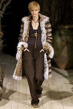 Dolce & Gabbana Fall 2002 Ready-to-Wear Collection Photos - Vogue