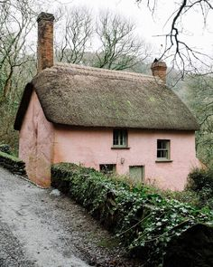 A little pink thatched roof cottage near a beach? Bridge Cottage, in Peppercombe, North Devon (even the name is evocative) is a vernacular. Irish Cottage, Cute Cottage, Cottage Style, Fairytale Cottage, Storybook Cottage, English Country Cottages, English Countryside, English Cottage Kitchens, Country Houses