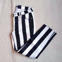 7 For All Mankind Skinny Jeans Black and white striped 7 For All Mankind skinny jeans. Similar to Balmain for H&M stripped jeans! a great pair    Skinny and cropped pant.  Size 29    Some wear, but overall in good condition. 7 for all Mankind Pants