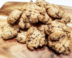 4 Ingredient Kid Friendly Chocolate Chip Cookie Recipe This recipe for 4 Ingredient Kid Friendly Chocolate Chip Cookies is sure to be a hit with the kids over Christmas. Perfect for when friends drop by. Healthy Mummy Recipes, Cookie Recipes For Kids, Healthy Sweet Treats, Delicious Cookie Recipes, Best Cookie Recipes, Healthy Cookies, Yummy Cookies, Healthy Baking, Yummy Food