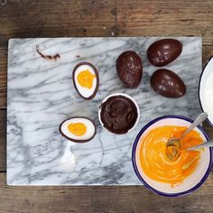Chocolate Fondant Egg Shared by Career Path Design. I Love Food, Good Food, Yummy Food, Delicious Desserts, Dessert Recipes, Tasty Videos, Food Videos, Chocolate Fondant, Snacks