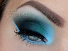 'Dark cloud' blue eyes