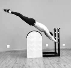Stomach jumps or training for Superman? Thanks #the_men_of_pilates for this miracle!