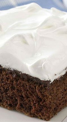 Pudding-Filled Devil's Food Cake ~ The creamy chocolate filling makes it so good, and a fluffy white frosting just puts it over the top. Frosting Recipes, Cake Recipes, Dessert Recipes, Chocolate Desserts, Chocolate Filling, Chocolate Heaven, Chocolate Lovers, Just Desserts, Delicious Desserts