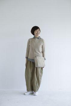 """毎シーズン更新するのは""""シルエット""""と""""バランス"""" 主婦 金子敦子さん   暮らしとおしゃれの編集室 Winter Outfits, Casual Outfits, Casual Clothes, Winter Clothes, Japan Fashion, Roxy, Spring Fashion, Normcore, Japan Style"""