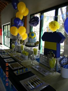 Cumple Bauty Minions, Party Themes, Diy, Table Decorations, Larry, Birthday, Sports, Popcorn Balls, Football Themed Parties