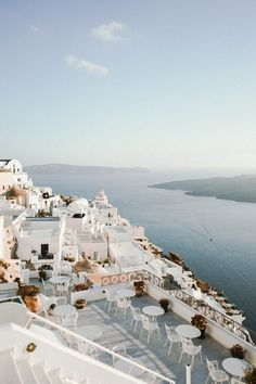 If there's one island I can never get enough of, it's certainly Santorini. This ultimate guide to Santorini, Greece is just a taste of incredibly beautiful this place is. There's plenty to do and see or for those who want to bask in the sun, this i Destination Voyage, Destination Wedding, Photos Voyages, Beautiful Places To Travel, Greece Travel, Santorini Travel, Greece Vacation, Italy Travel, Greece Trip