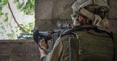 Από την αρχή της Ρωσικής στρατιωτικής επιχείρησης στη Συρία, έχουν προκύψει στοιχεία του «πολύ βρώμικου ρόλου» των στενών συμμάχων της Ουάσιγκτον, συμπεριλαμβανομένης της Τουρκίας, των κρατών του Κόλπου και του Ισραήλ, τονίζει ο F. William Engdahl. Όσο απίστευτο κι αν φαίνεται, ένας Ισραηλινός υψηλόβαθμος στρατιωτικός πιάστηκε στα πράσα με το IS, στα τέλη Οκτωβρίου, σημειώνει…