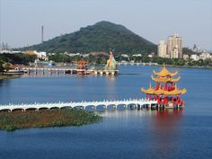 Around 20 Chinese temples are next to Lotus Pond just north of Kaohsiung, Taiwan. Asian Suits, Sun Moon Lake, Lotus Pond, Taiwan Travel, Hong Kong, Beautiful, Temples, Minecraft, Travelling