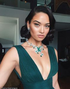 Glamour: Shanina showcased a stunning and intricately designed emerald and diamond necklace byPiaget