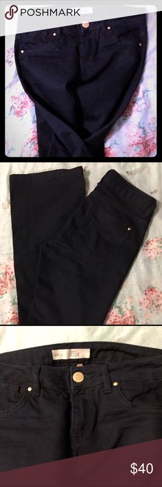 🔮TOPSHOP MOTO JESSIE NAVY BLUE FLARE JEANS 28🔮 TOPSHOP NAVY BLUE FLARE JEANS - SIZE 28/32 THEY DIDN'T FIT MY DAUGHTER, SHE SAID THEY RUN SMALL.. I MEASURED THEM & LYING FLAT THEY'RE 15 INCHES & LENGTH IS 31. THEY ARE TOPSHOP MOTO JESSIE JEANS THAT ARE NEW WITHOUT TAGS. NO FLAWS OR DEFECTS. TOPSHOP Jeans Flare & Wide Leg
