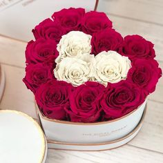 Limitiere Herz Rosenbox nur noch wenige Stücke zur Verfügung. Bestelle jetzt Deine Rosenbox: www.theroyalroses.de #theroyalrosesgermany #rosebox #infinityroses #limitededition #spreadlove