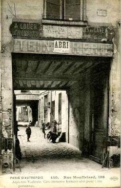 Alley and court, 108 Rue Mouffetard, Paris Belle Epoque, Rue Mouffetard Paris, Antique Photos, Vintage Photos, Old Pictures, Old Photos, Paris Tumblr, Paris Secret, Paris 1900