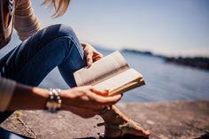 10 Best Self-Improvement Books To Read Ya Books, Good Books, Books To Read, Reading Books, Girl Reading, Reading Time, Speed Reading, Reading Quotes, Was Ist Coaching